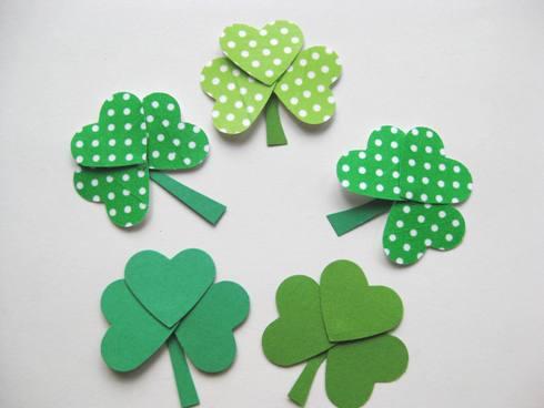 St_Patricks_Day_paper_shamrocks_step11
