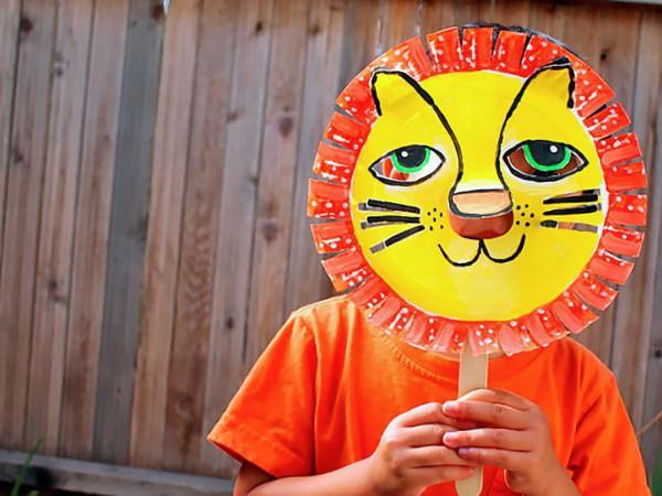 nice-animal-masks-with-children-tinker-lion-cardboard